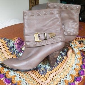 B. Makowsky short boots